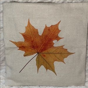 🎁Throw pillow cover maple leaf